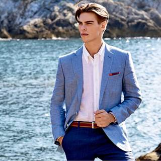 Spring Summer: 2 items -30% off on outlet prices, 3 or more items -40% off.  Selection of jackets, from 450€ RRP to 149€ Luxury shirts, from 150€ to 39€.
